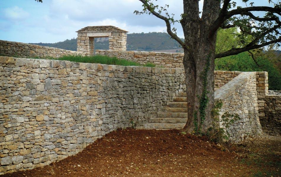Murs de pierre à Chassagne Montrachet- Association Sentiers - Dijon