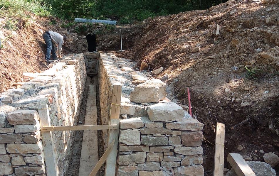 Canalisation de source à Chevannes - Association Sentiers, Dijon, chantiers d'insertion professionnel